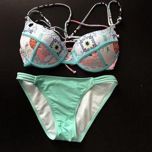 CupShe mint bikini set. Top is push up